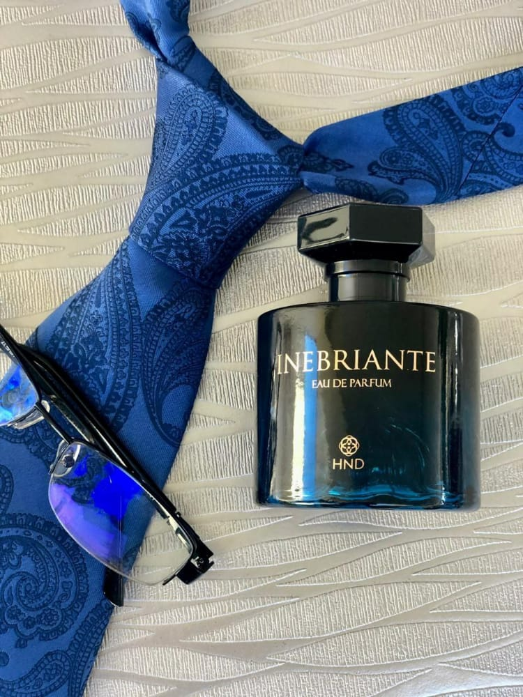 Inebriante eau de parfum con corbata