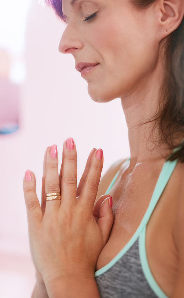 Sérum para manos aterciopeladas Mujer resando